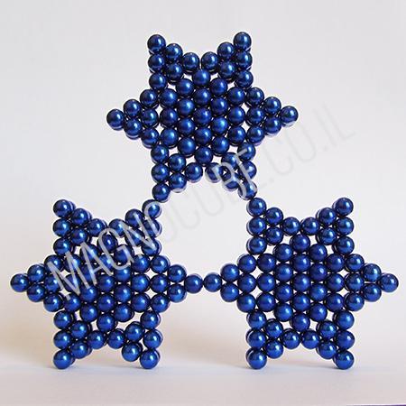 משחקי מגנטים לילדים - מגדל של שלושה כוכבים כחולים